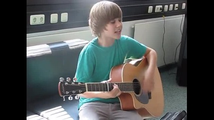 Justin Bieber visits Bravo (one Time & Lonely Girl)