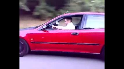 Хондата нацепва Bmw-то май а ?