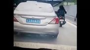Автоджигит на пътя получава моментална карма !