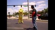 Човек срещу куче в ужесточен двубой