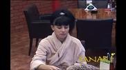 Мария показва синините по ръцете си след мъжката целувка от рожедния ден Big Brother Family 15.04.10