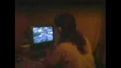Момиче Играе CS