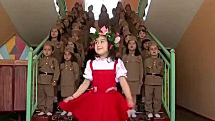 Деца от детската градина №6 Гулшан (таджикистан) взривиха интернет с изпълнението си .