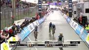 Глупав Колоездач мисли, че печели световната титла, но остава още една обиколка...