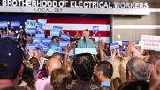 USA: Clinton rally disrupted in Las Vegas as Secret Service rushes on stage