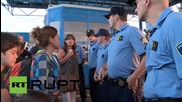 """Хърватия: Напрежение между бежанци и полиция на граничния пункт """"Хармика"""""""