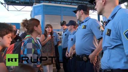 Хърватия: Напрежение между бежанци и полиция на граничния пункт