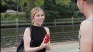 Колко са топките ? Уличен фокусник разкрива мръсното подсъзнание на жените !