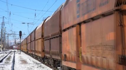 Тбд 44 073 и 44 072 с товарен влак на гара Волуяк
