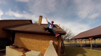 Кофти издънка при спускане от покрив