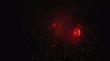 USA: Colourful fireworks light up night sky as 'buck moon' glows above DC