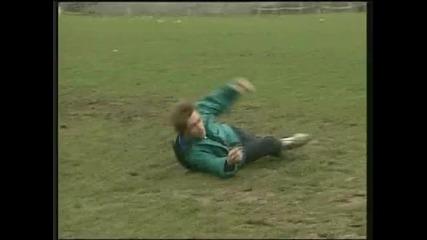 Хю Лори учи деца как да симулират! * 100% Смях *