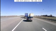 Шофьор на камион за малко не причинява ужасен инцидент
