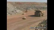 Огромен Камион