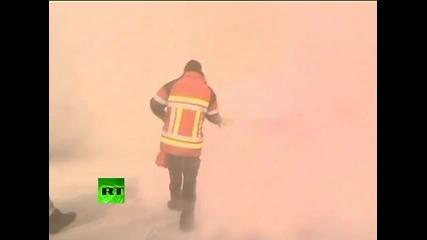Пожарникари атакуват полицаи!