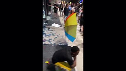 USA: Violent protests break out outside CNN headquarters in Atlanta