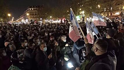 France: Thousands of pro-refugee demonstrators gather for second consecutive night at Place de la Republique