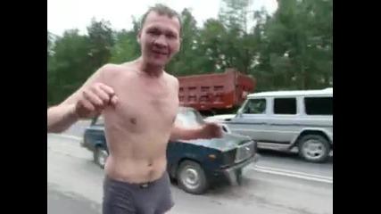 Луд руснак дивее из улиците