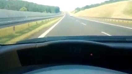 Караш с 200 км/ч по магистралата супер яка кола и изведнъж някакъв си Трабант те минава като Спрял!