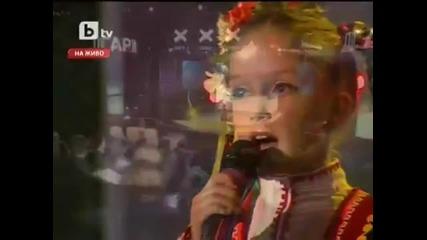 Момиче с великолепен глас !