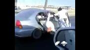Араби сърфират на магистралата