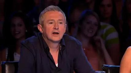 Мъж се излага тотално в The X Factor 2011