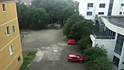 Силна буря с дъжд, гръмотевици, вятър и градушка се разрази в София