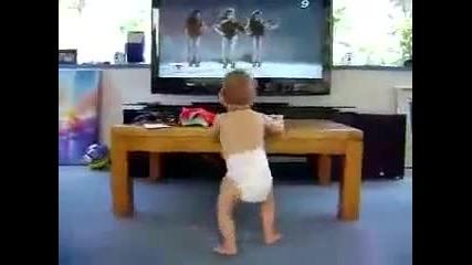 Бебе танцува на Beyonce !!