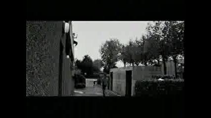 Маниаци Скачат От Сграда