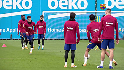 Spain: Messi and his Barcelona teammates observe a minute silence during training in tribute to Maradona