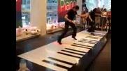 Най - Голямото Пиано На Света