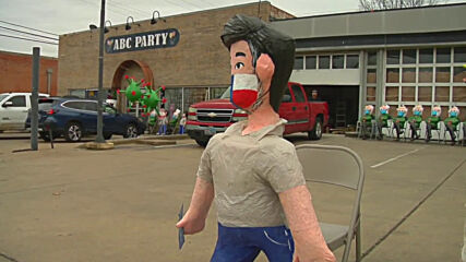 USA: Dallas shop owner sells Ted Cruz pinatas making fun of Cancun trip
