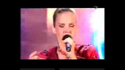 Марина Девятова изпълнява песента Ах,  мамочка