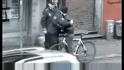 Грижовни Полицаи За Пример