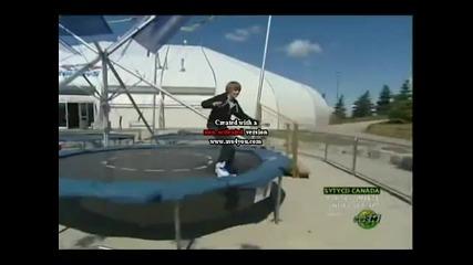 Justin Bieber скача върху тламплин