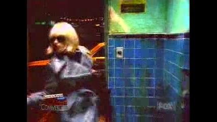 Реклама На Levi`s - Слепец В Тоалетната
