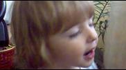 Дете пее Мила Мамо