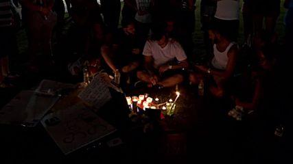 САЩ: Оцелели сред хилядите, които отдават почит на загиналите в Орландо
