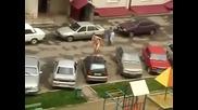 Мъртво пияни селяни - Радо тича гол