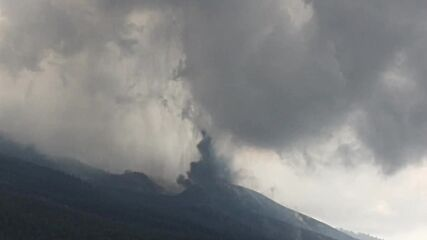 Spain: Continued volcanic eruptions on La Palma generate atmospheric shockwaves *DRONE FOOTAGE*