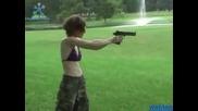 Смях,  Учат Жена Да Стреля С Desert Eagle