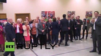 UK: Miliband arrives at Doncaster polls ahead of constituency results