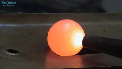 Какво става когато потопиш нажежено топче никел във вода