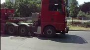 Камион за извънгабаритен товар