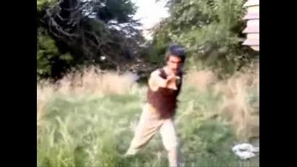 Гледай докрай!луд циганин се прави на Mortal combat