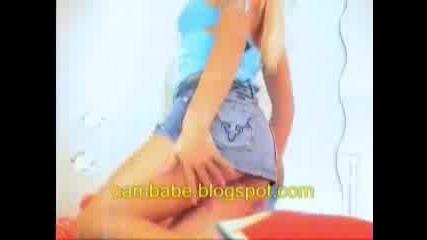Изкусителна Блондинка Танцува Пред Камера