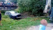 Компилация с идиоти, които потапят и разказват играта на скъпи автомобили във водата!
