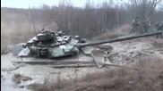 Руски танк Т–90 затъва в калта
