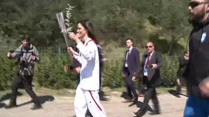 Еврокомисарят Мария Габриел участва в церемонията по запалването на Олимпийския огън
