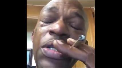 Реакцията на човек, който пуши най-добрата марихуана в живота си